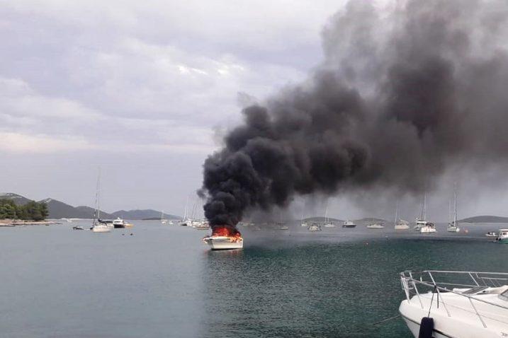 Brodica je nakon gašenja potonula na dubinu 1 do 2 metra / Foto Ministarstvo mora, prometa i infrastrukture