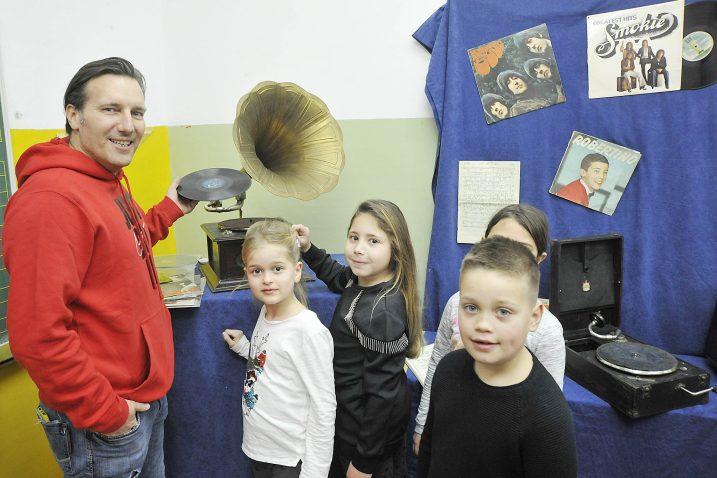 Šajeta je održao predavanje za učenike nižih razreda / Snimio Sergej DRECHSLER