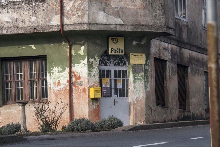 Zatvorena vrata Poštanskog ureda u Šapjanama / Snimio Marin ANIČIĆ