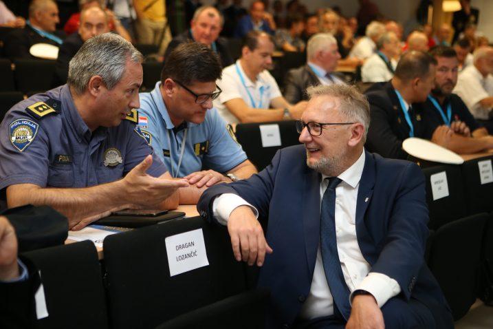Slobodan Marendić u srdačnom razgovoru s ministrom policije Davorom Božinovićem / Photo Ivo Cagalj/PIXSELL