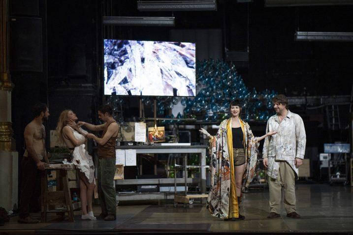 Važnu ulogu u predstavi ima ekran / Foto Petar FABIJAN / EPK