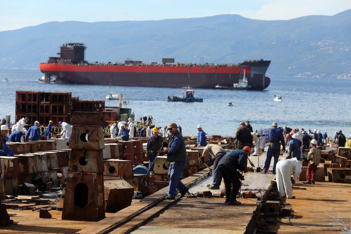 Tanker »Santiago« u Rijeku se iz Pule vraća u gorem stanju nego što je otišao  Foto Goran Kovačič/PIXSELL