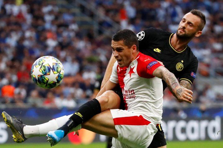 Marcelo Brozović tijekom susreta sa Česima/Foto REUTERS