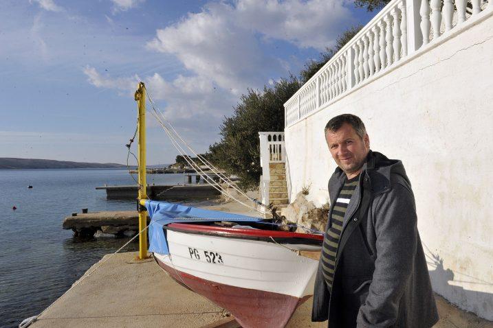 Šetnica ispred kuće Šime i Damira Miškovića samo je nastavak šetnice uz more – Andrijan Miočić / Foto S. Ježina