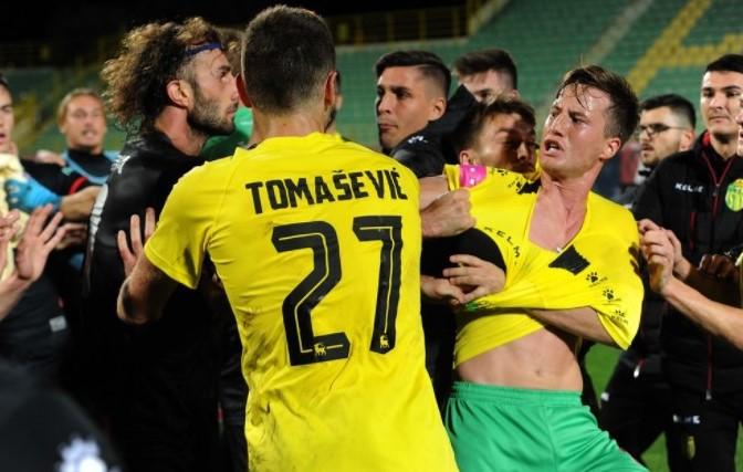 Nakon utakmice došlo je do naguravanja i tučnjave igrača/Foto M. MIJOŠEK, Glas Istre