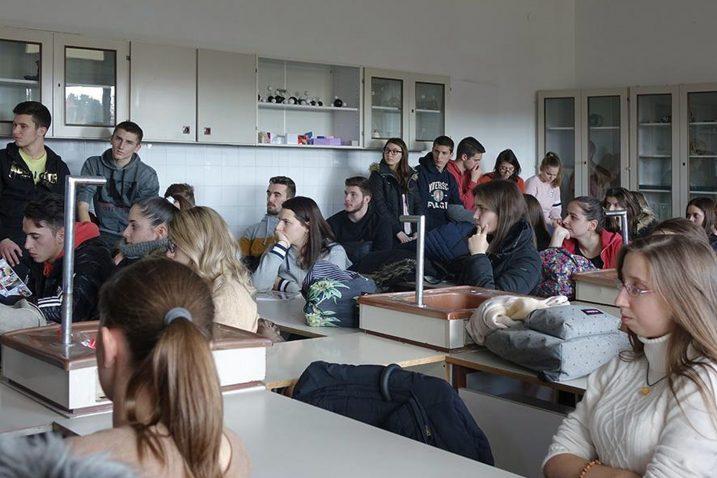 Predavanje predstavnica Crvenog križa poslušalo je 60-ak srednjoškolaca / Foto I. GRŽETIĆ