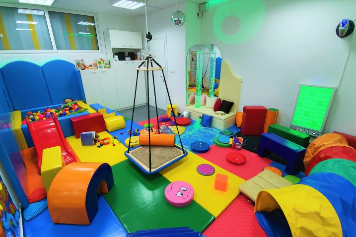 Kabinet je otvorila tvrtka INC d.o.o., čija je osnovna djelatnost projektiranje senzornih soba