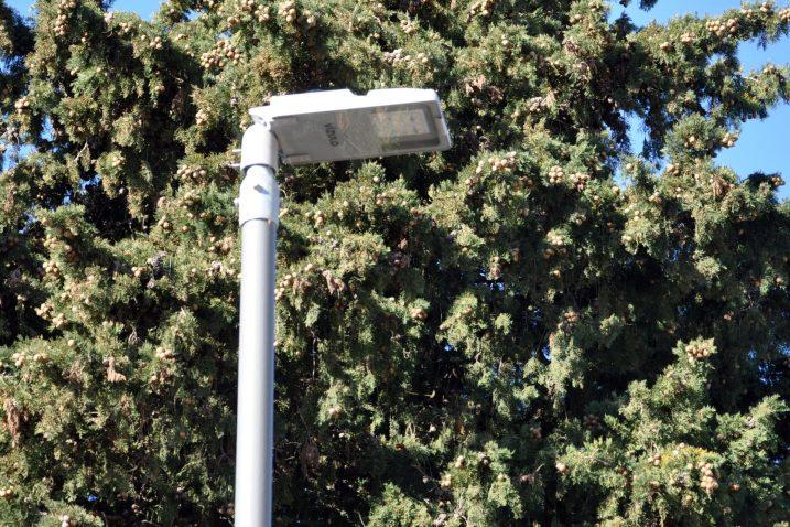 Suvremene svjetiljke na svim krčkim ulicama, osim u staroj gradskoj jezgi / Snimio Mladen TRINAJSTIĆ