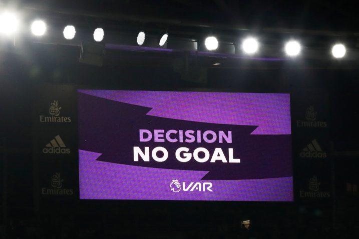 Odluke VAR-a nerijetko izazivaju polemike/Foto REUTERS