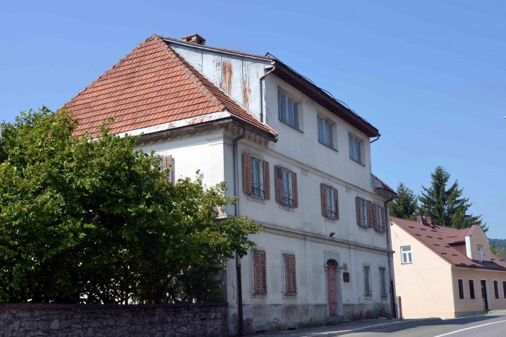 Bivšu upravnu zgradu PIK-a Rijeka kupit će Vode d.o.o. Vrbovsko kojima će to ubuduće biti i sjedište / Foto M. KRMPOTIĆ