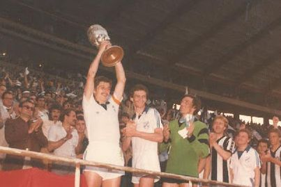 Zvjezdan Radin, kapetan Rijeke, s trofejom