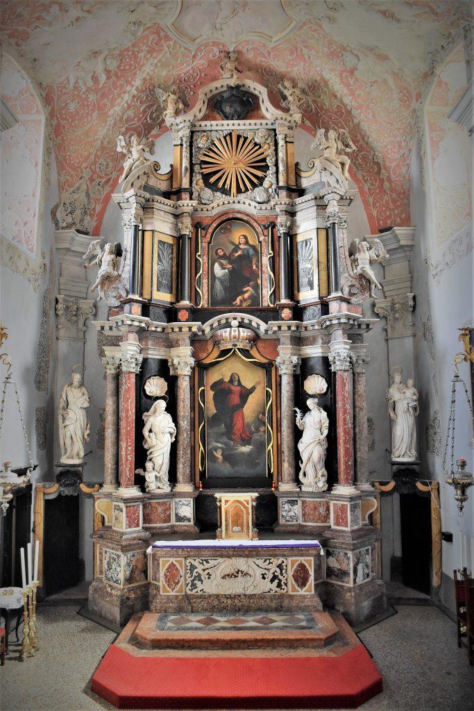 Glavni oltar u crkvi Uznesenja Marijinog / Foto Damir TULIĆ