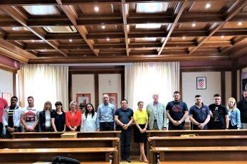 Novljanski poduzetnici nakon potpisivanja potpora u Gradskoj vijećnici s čelnicima Grada / Foto: S. RISTIĆ