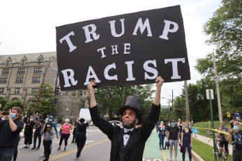 Donald Trump pod kritikama da pogoršava ionako lošu situaciju u SAD-u / Foto: REUTERS