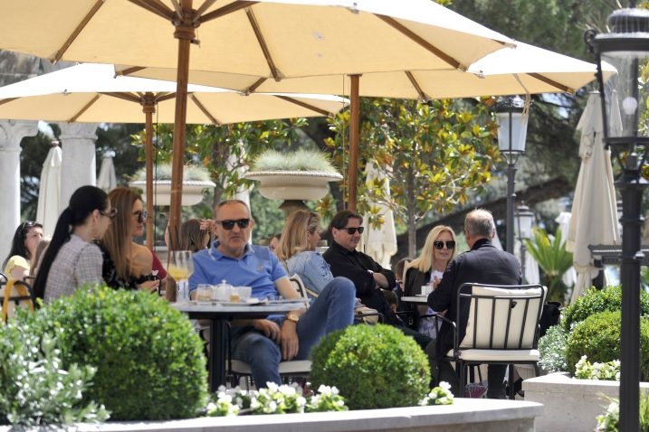Terase opatijskih hotela primile su goste, turistički biznis polako se vraća na Jadran / Snimio Vedran KARUZA