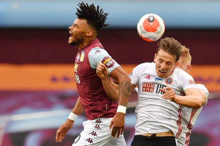 Tyrone Mings (Aston Villa) i Sander Berge (Sheffield United)/Foto REUTERS