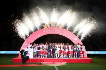 Pozitivni igrač Beograđana sudjelovao je u ceremoniji dodjele pehara/Foto REUTERS