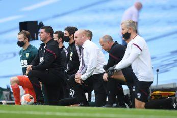Trener Burnleyja Sean Dyche i njegov stručni stožer/Foto REUTERS