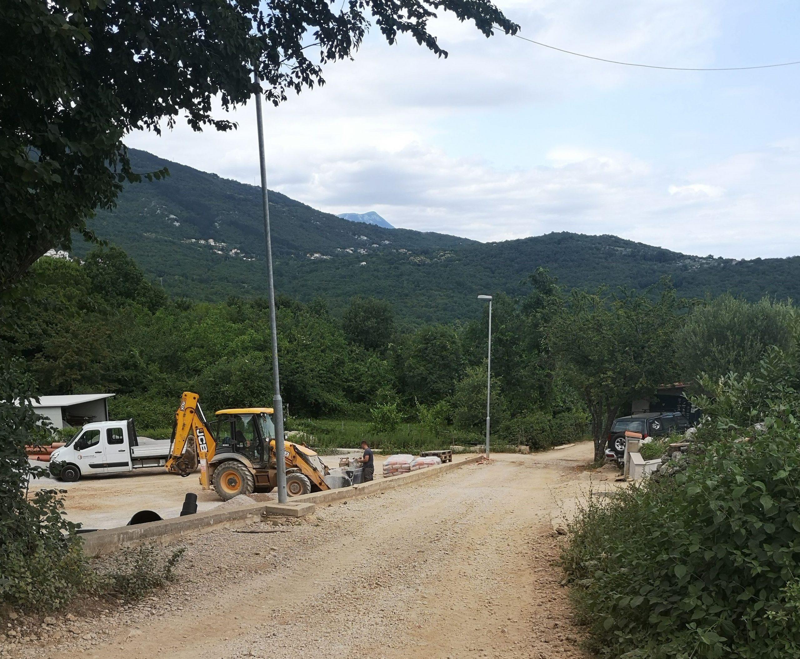 U Brseču se odvijaju završni radovi na izgradnji kanalizacijske mreže i vodovodnih cjevovoda / Foto Ma. KIRIGIN