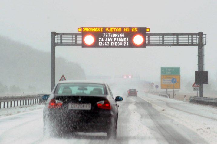 Autocesta Rijeka Zagreb Otvorena Za Osobna Vozila Delnicki Hgss Spasio Obitelj Cija Se Kuca Urusila Novi List
