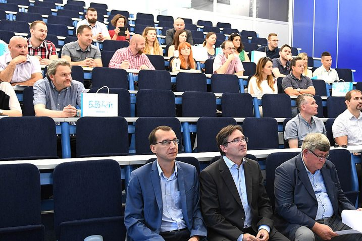 Sedamdesetak sudionika iz četiriju zemalja  na Građevinskom fakultetu / Snimio Ivica TOMIĆ
