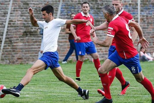 Novak Đoković u nogometnoj akciji/Foto Instagram