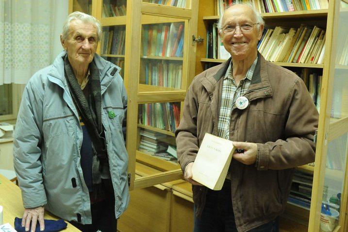Vjekoslav Morankić i Boris Di Costanzo u biblioteci društva koju stalno obogaćuju novim naslovima / Foto Marko GRACIN
