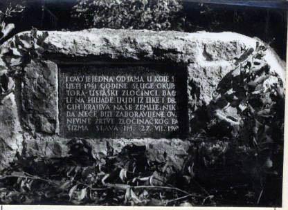 Fotografija spomen ploče u Jadovnu / NL arhiva
