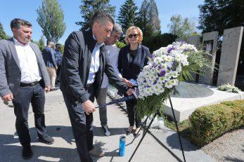 Izaslanstva Cibone i grada Zagreba položili su vijence na Mirogoju/Foto PIXSELL