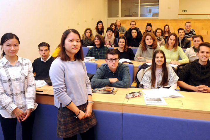 Polaznici uče kineski, a nastavnice Yu Xiaoli i Huang Junjie iz Kine, hrvatski jezik / Foto Marko GRACIN