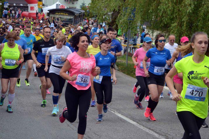 Više od šest stotina trkača svih uzrasta jučer je »okupiralo« Fužine / Snimio Marinko KRMPOTIĆ