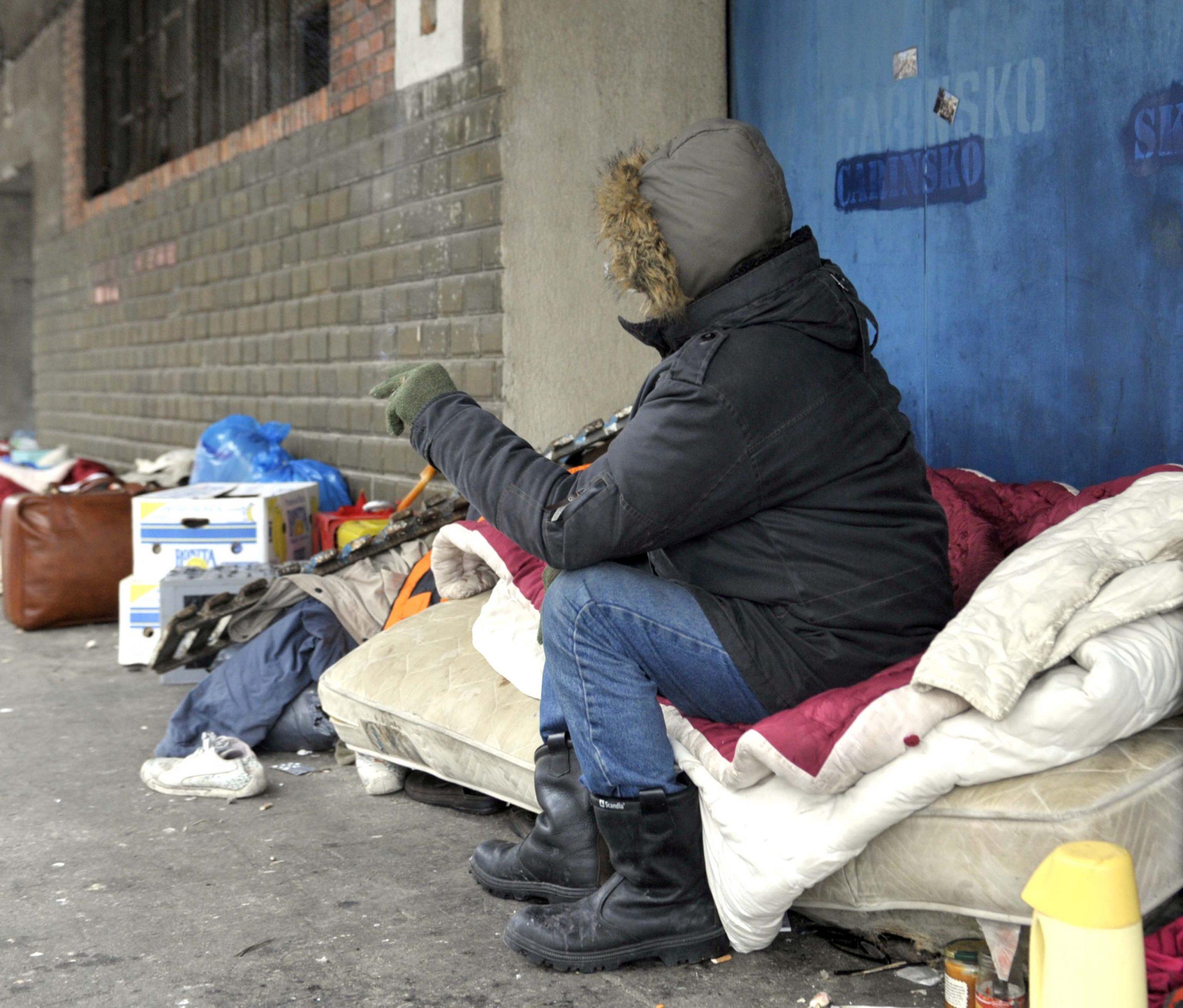 Riječki beskućnik Ramido zimske noći provodi na otvorenom / Foto Vedran KARUZA