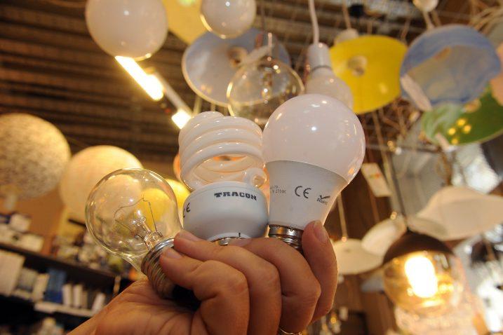 LED žarulja troši šest puta manje novca i energije od klasične, iz prodaje izbačene žarulje / Foto D. KOVAČEVIĆ