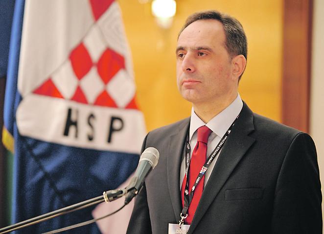 Foto D: LOVROVIĆ