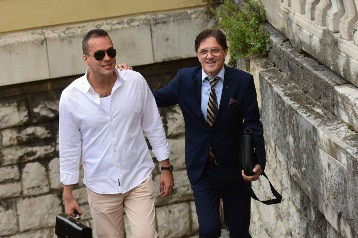 Zlatko Petričević (desno) dolazi na sud u pratnji odvjetnika Slobodana Večerine / Snimio Marin ANIČIĆ