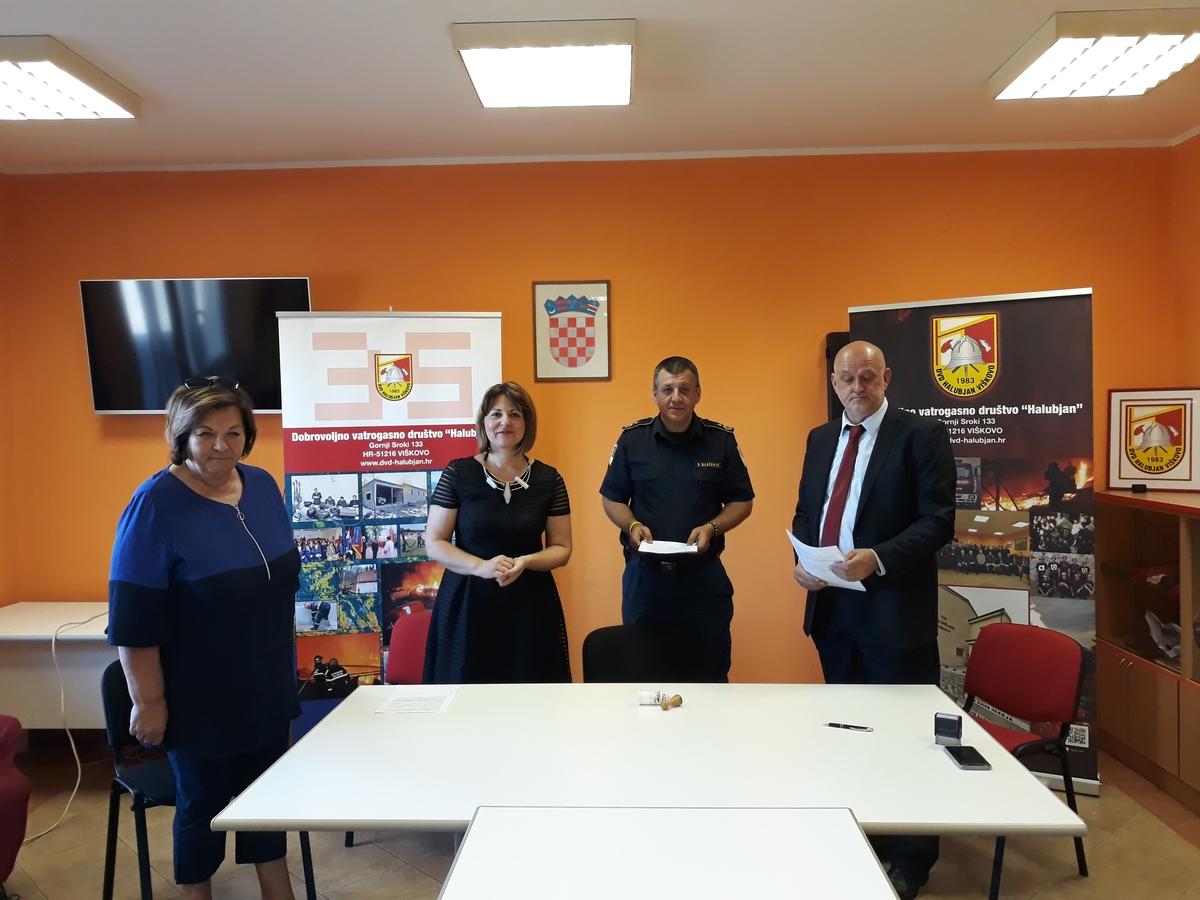 S potpisivanja ugovora za novo vatrogasno vozilo