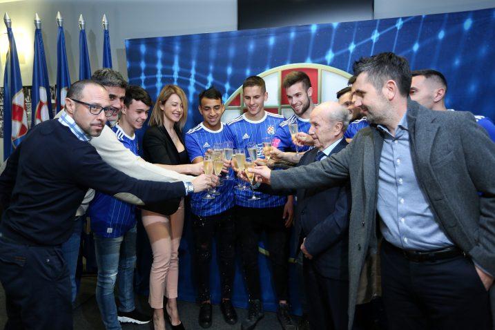 Igor Jovićević, Zoran Mamić i Nenad Bjelica s igračima/Foto PIXSELL