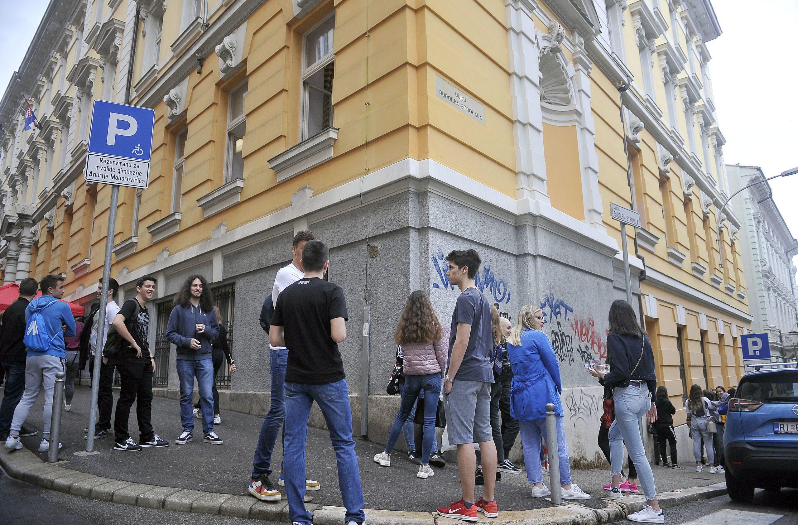 Primorsko-goranski osmaši mogu upisati pet gimnazijskih programa čija upisna kvota iznosi 694 mjesta / Snimio Roni BRMALJ