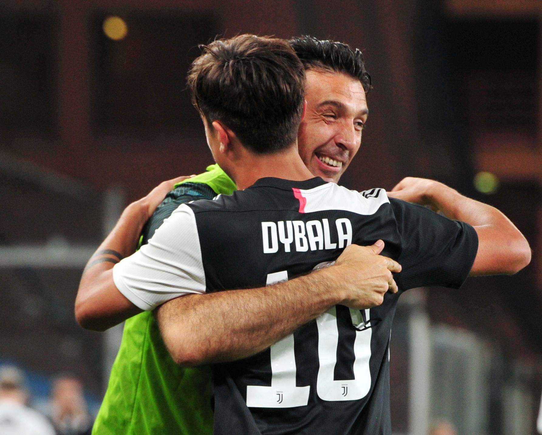 Gigi Buffon i Paulo Dybala/Foto REUTERS