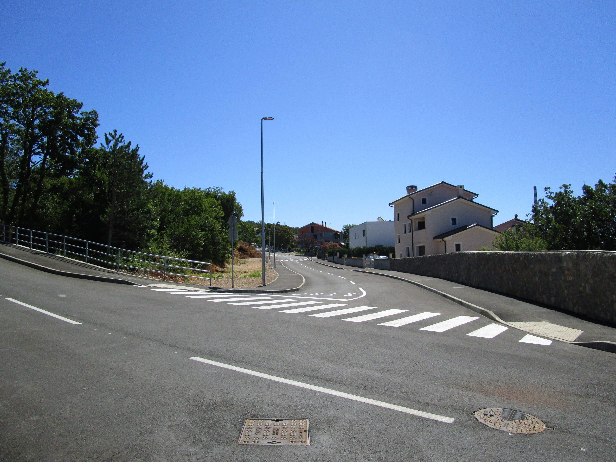 Cesta je kompletno opremljena svom infrastrukturom / NL arhiva