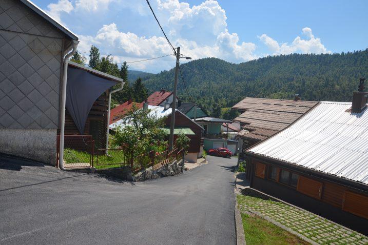 Prometnice u dijelu mjesta zvanom Naselje asfaltirane su nakon petnaestak godina / Foto M. KRMPOTIĆ