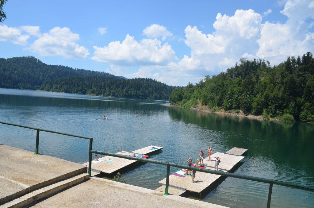 Postojeće pontonske plaže obnovljene su drvenom građom/ Snimio M. KRMPOTIĆ