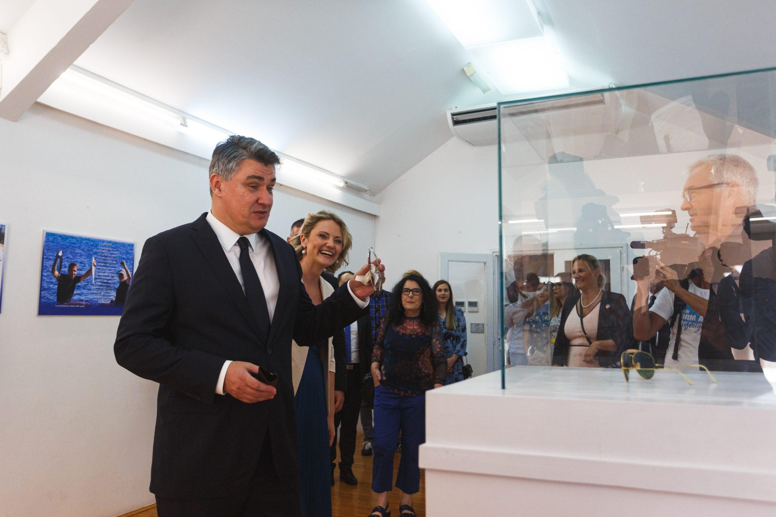 """Izložbu """"Oliver u Luci, Luka u Oliveru"""" razgledao je i predsjednik republike Zoran Milanović/Foto PIXSELL"""