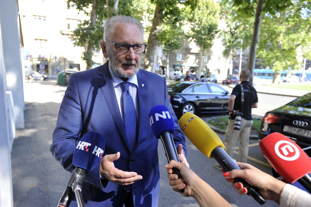 """Hrvatska produžila zabranu prelaska granice za državljane """"trećih zemalja"""""""