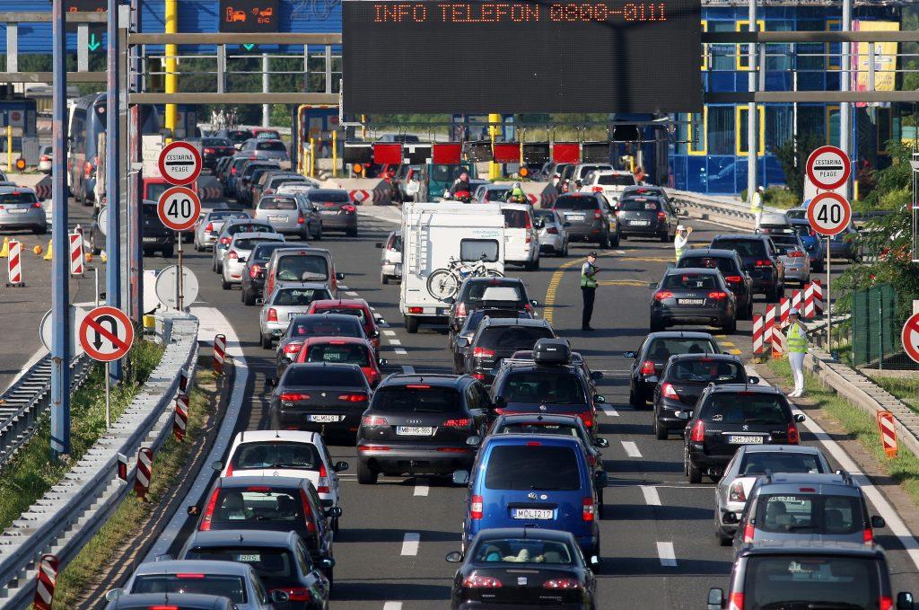 Krenuo udarni turistički vikend: Čekanje na granicama, pred naplatom Lučko je kilometarska kolona