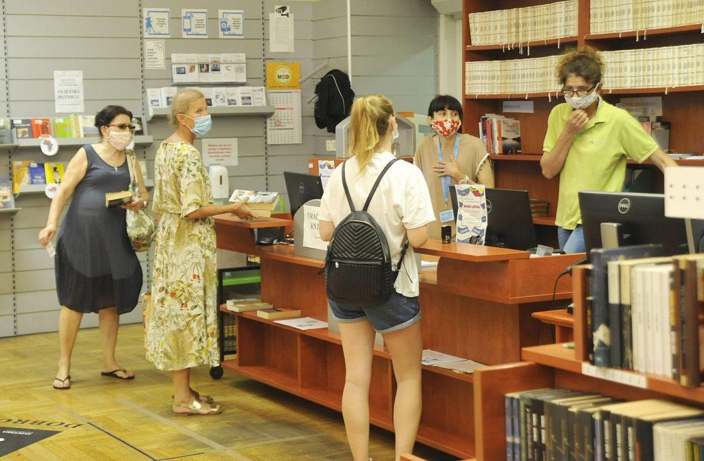 Gužve u Gradskoj knjižnici: Riječani ovog ljeta stvarno puno čitaju, do nekih je naslova teško doći