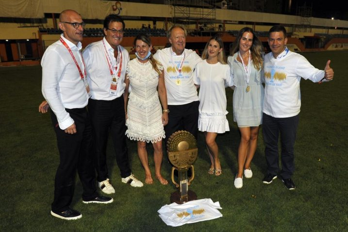 Damir Mišković sa suradnicima i obitelji / Foto: D. ŠKOMRLJ