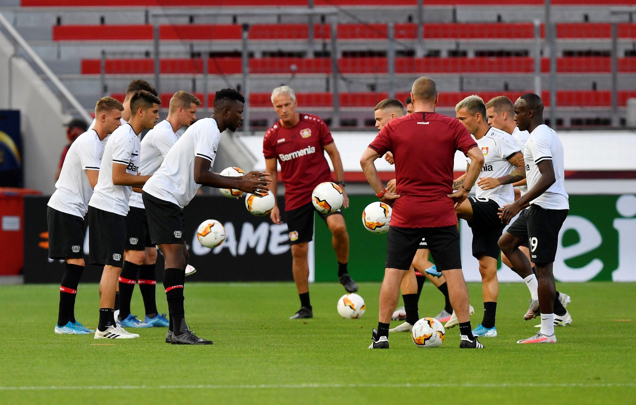 Igrači Bayera na zagrijavanju prije utakmice/Foto REUTERS
