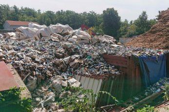 Potpisnici peticije tvrde da Sekundar usluge imaju dozvolu za odlaganje obojenih metala, a da se tamo odlaže više desetaka vrsta otpada / Foto M. KIRIGIN