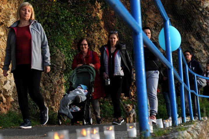 S prošlogodišnje akcije Svijetlimo za autizam u Kostreni / Foto Marko Gracin